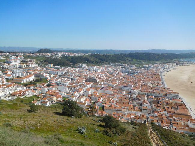 2019年3月は2度目のポルトガルをメインに周遊しました。前回ポルトガルに行ったのは2005年、この時はスペイン周遊がメインで、ポルトガルはリスボンとリスボンから日帰りツアーで行ける中南部しか行きませんでした。今回はポルトなどの北部、そしてスペインに入ってサンチアゴ・デ・コンポステーラにも行きました。<br /> 南部も中部、北部もどの街も街並みが絶句するほど美しく、建物もカテドラルや教会など壮大で素晴らしかったです。<br /><br />---------------------------------------------------------------<br />スケジュール<br /><br /> 3月16日 羽田空港-パリ空港-リスボン空港 [リスボン泊] <br /> 3月17日 リスボン-(バス)エヴォラ観光-リスボン<br />      [リスボン泊]<br /> 3月18日 リスボン-(列車)シントラ駅-(バス)ペーナ宮殿観光-<br />      (バス)王宮-シントラ駅-リスボン観光 [リスボン泊] <br />★3月19日 リスボン-(バス)ナザレ観光-(バス)コインブラ観光<br />     [コインブラ泊] <br /> 3月20日 コインブラ観光ー(列車)ポルト観光 [ポルト泊]<br /> 3月21日 ポルト観光 [ポルト泊]<br /> 3月22日 ポルトー(列車)ギマランイス観光ーポルト観光-(バス)<br />     -サンチアゴ・デ・コンポステーラ観光<br />     [サンチアゴ・デ・コンポステーラ泊]<br /> 3月23日 サンチアゴ・デ・コンポステーラ観光 <br />     [サンチアゴ・デ・コンポステーラ泊]<br /> 3月24日 サンチアゴ・デ・コンポステーラ-ー(列車)<br />     マドリード・チャマルティン駅ー(列車)-マドリード空港<br />     -ドーハ空港 <br /> 3月25日 -成田空港
