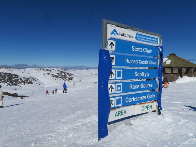 いや~!暑い!! 2018年ほど暑くはないものの、暑すぎです!! なので、冬の南半球に涼を得にきました!!<br /><br />2019海外ぼっちスキー 3レグはオーストラリアのフォールズクリークとホッサムへ来ました。<br /><br />3レグ1日目はフォールズクリークです。<br />スキー場スペックは、ゲレンデトップが1,780mで総滑走距離が92kmとかなり広いです。索道は11機でゴンドラはありません。<br /><br />ビレッジの宿泊は、かなり高価で1泊4万以上かかります。日帰りスキーも可能でホームベースの駐車場は直ぐに満車になりやすく、ガリー(Gully)に停めるとリフトも近くアクセスしやすいです。<br /><br />リフト券が現地購入だと151ドル(WEBだと149ドル)、リゾートエントリーが51ドルかかりますので、1日滑るには1万5千円ほどかかります。<br /><br /><br />海外スキーの個人WEBがあります。良ければ見てください。<br />http://soleil1969.com/ski/skitop.html