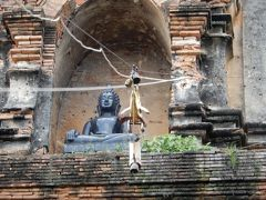 泰緬鉄道の旅を終えて古都チェンマイへ/レンタルバイクで寺院巡り⑧ワット・ロークモーリーとトンラムヤイ市場へ