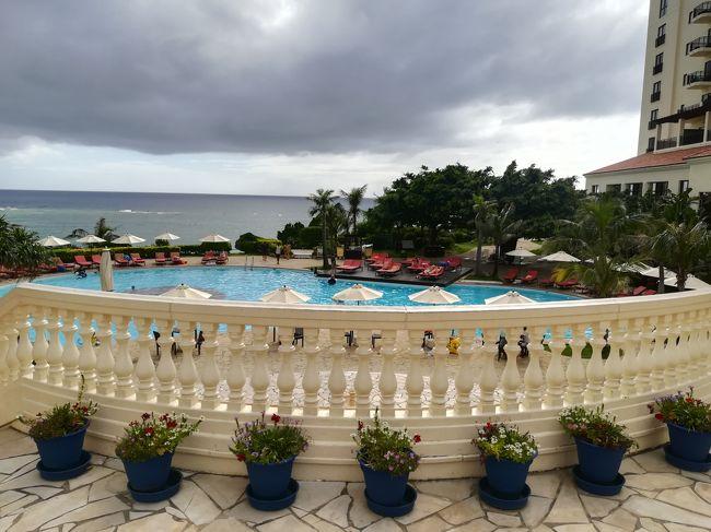 【那覇DAY2】モントレ沖縄とアリビラ日航のビーチ・プールでのんびり♪