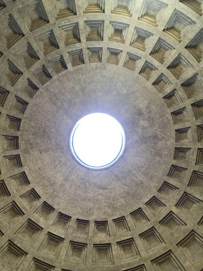 かねてから行きたかったイタリアはローマへの旅!<br />実現しちゃいました!<br /><br />暑い暑い時期なので、ゆったりじっくり個人手配で行ってきました。<br />ほんと楽しかったぁ~<br /><br />★2日目はローマの観光名所をぶらぶら~<br /><br />【AIR】<br />アシアナ航空 仁川乗継にて<br /><br />【ホテル】<br />スターホテルズ メトロポール