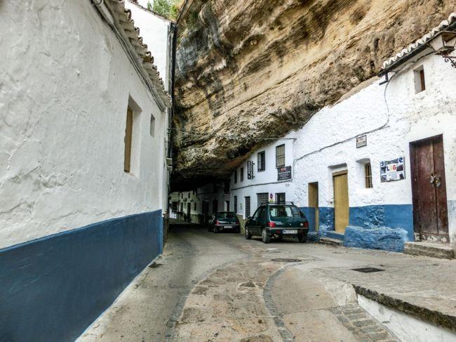 サアラ・デ・ラ・シエラに続いて岩に因んだ白い村を訪れました。