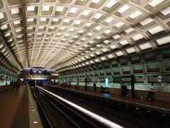 Washington D.C. を歩く。(1) 観光に先立って,地下鉄の切符を買いましょう。