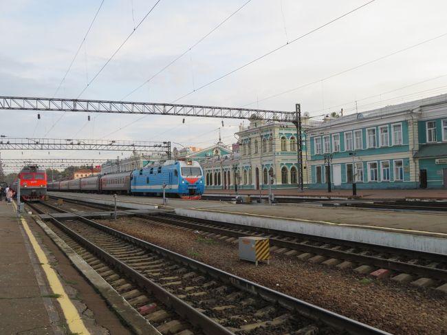 1ドル360円の青年時代、限られた人しか海外旅行ができなかった。ヨーロッパに安価で行けるシベリア鉄道は夢の夢でしかなかった。なのに、今、その夢の列車で旅ができている。昨年に続けて2回も。乗り込んだイルクーツクはイルクーツク州の首都で人口60万人の大都市です。首都モスクワへ繋がっています。ここからさらに4日間の日程のようです。今回は楽しみにしていた食堂車の連結は往復ともありませんでした。