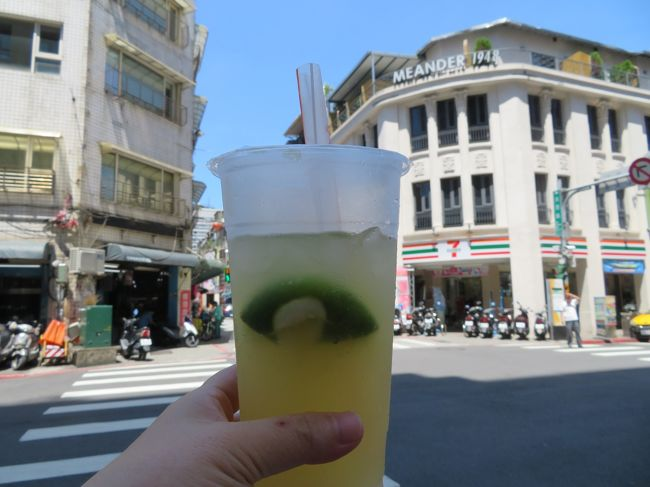 九ふん・十ふんのめぐる日帰りツアーを満喫し、台北市内に帰ってきた後の<br />ショッピング・B級グルメ ~ 帰国までの様子を報告します(^o^)丿<br /><br />B級グルメの情報は、<br />4トラベルの皆さんの旅行記&<br />台湾グルメを紹介したブログ  を参考にしました(*≧∀≦*)<br /><br />