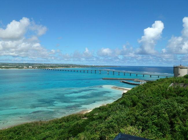子供が産まれる前にどこかへ行こうということで<br />夫はハワイへ行きたかったようですが<br />海外は何かあった時不安だし、宮古島に決定しました!<br /><br />出発前日まで天気予報が毎日曇りのち雨だったので、1日で島を1周しようと思ってたのですが、晴れた時に観光できるようレンタカーをずっと借りて観光を細切れにしました。実際はずっと晴天でした(笑)<br />宮古の天気はこんなに変わるんだ!<br /><br />夫婦ともにマンゴーが大好きなので、時期がギリギリですが<br />たくさん食べれることを願って出発しました。