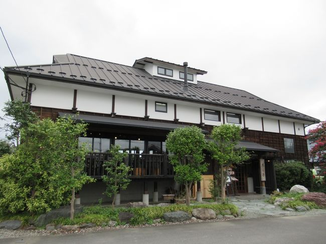 6月に「染谷花菖蒲園」に行った際、徒歩で訪れてスペアリブが美味しかったレストランです。<br />東武野田線「大和田駅」近くの親類宅に行ったついでに自転車を借りて再訪しました。<br />歩けば1時間近く掛かりましたが、今回はチャリで約15分で行けて楽勝です。<br />バスも通っていますが、このお店は車でのアクセスが一般的ですね。<br />滅多に再訪はしない主義の私を駆り立てる何かが有るお店です。<br />食後、公園墓地の「思い出の里」を自転車で一巡し、道すがらの「十王尊」に立ち寄って帰りました。