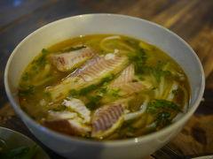 ベトナム、サイゴンで、Ca Loc 雷魚を食す。 二度目ですが、大満足(+_+)/うみゃぁにゃー