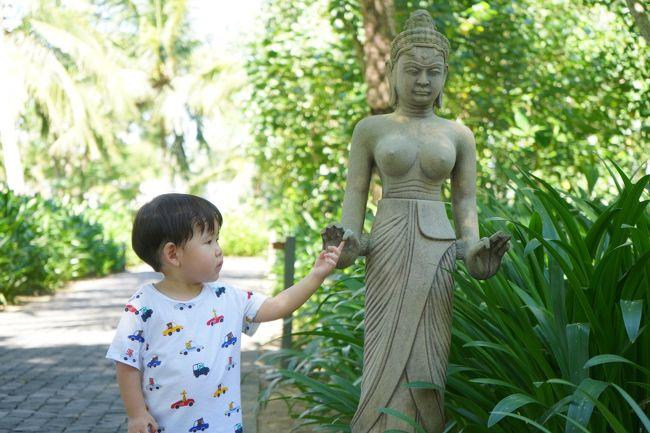 2019の夏休みは家族4人でベトナムへ!<br /><br />2歳と8歳の子どもを連れてダナン・ホイアンに滞在しました。<br /><br />ダナンで1泊。<br />ホイアンに4泊。<br />帰りはオーバーナイトフライト。<br />5泊7日の旅。<br /><br />今回は④フォーシーズンズ・ザ・ナムハイ滞在中に楽しんだ<br />リゾートアクティビティをご紹介します。<br /><br />フォーシーズンズナムハイには<br />大人用と子ども用のアクテビティがあり<br />毎時間何かしらのイベントがありました。<br /><br />子ども用イベントは全部参加無料!<br /><br />大人用はツアーや料理教室など一部有料。<br /><br /><br /><br />1週間のスケジュールは<br />チェックインの時にもらいましたが<br /><br />面白そうなイベントばかりで予定決まらない~!!<br /><br />全部出てたらビーチ行けないし<br />ホイアン行ってたらイベント行けないし!<br />足りない!って感じでした。