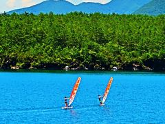 富士山麓-3 西湖・河口湖あたり 車窓風景  ☆静かな湖面でウィンドサーフィン