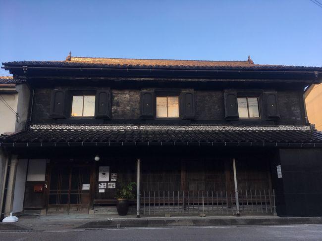 9月に入り暑さも一服感があったのに、台風の影響か日中は30度ごえ。暑い中、家でじっとしているのもどうかなと思い立つ。どこか涼しいところで、ゆったりまったりしたくなり、土蔵造りの古民家をリノベーションした喫茶店が富山県の氷見市にできたということをリサーチする。興味が大いにあるのでランチがてら行ってみることにした。
