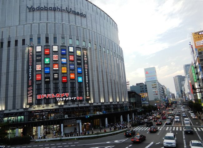 """今回は梅田から一駅離れた""""中津""""で友人とランチしました。阪急も地下鉄も駅があります。帰りは梅田まで歩きました。ロフトやルクアで買い物したり、別の友人と空中庭園近くのカフェに行き休日を満喫しました。梅田はタピオカドリンク店があちこちあって行列ができていました。"""