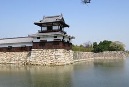 2018春、中国西部の百名城巡り(7/28):4月3日(7):広島城(7):外周巡り、隅櫓、水堀、染井吉野