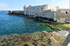 魅惑のシチリア×プーリア♪ Vol.429 ☆シラクーザ:青いイオニア海とマニアーチェ城のマリアージュ♪