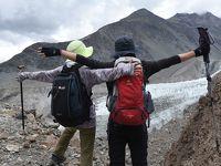"""二大氷河(パス—・バトゥーラ氷河)のサイドモレーンと標高3000mのユンズ谷をトレッキング""""スリル満点!""""(パキスタン北部旅行記NO3)"""
