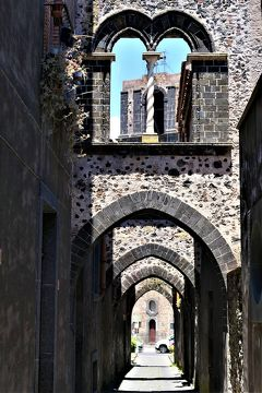 魅惑のシチリア×プーリア♪ Vol.483 ☆ランダッツォ:美しい旧市街 趣のあるトンネル状路地♪