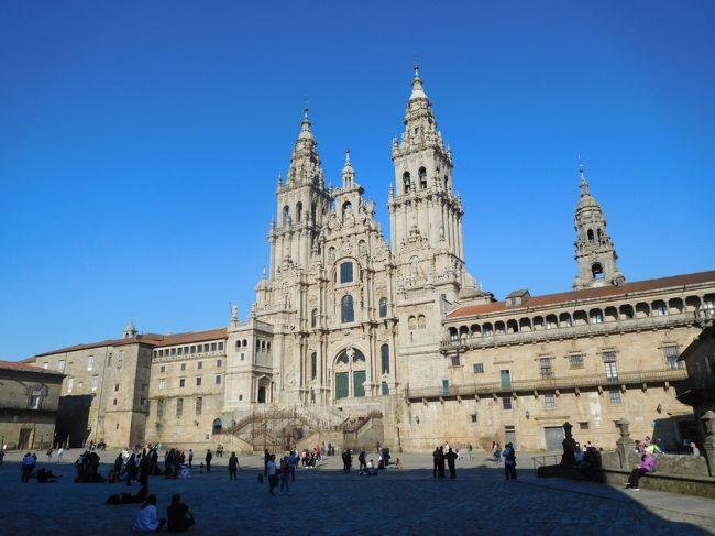 2019年3月は2度目のポルトガルをメインに周遊しました。前回ポルトガルに行ったのは2005年、この時はスペイン周遊がメインで、ポルトガルはリスボンとリスボンから日帰りツアーで行ける中南部しか行きませんでした。今回はポルトなどの北部、そしてスペインに入ってサンチアゴ・デ・コンポステーラにも行きました。<br /> 南部も中部、北部もどの街も街並みが絶句するほど美しく、建物もカテドラルや教会など壮大で素晴らしかったです。<br /><br />---------------------------------------------------------------<br />スケジュール<br /><br /> 3月16日 羽田空港-パリ空港-リスボン空港 [リスボン泊] <br /> 3月17日 リスボン-(バス)エヴォラ観光-リスボン<br />      [リスボン泊]<br /> 3月18日 リスボン-(列車)シントラ駅-(バス)ペーナ宮殿観光-<br />      (バス)王宮-シントラ駅-リスボン観光 [リスボン泊] <br /> 3月19日 リスボン-(バス)ナザレ観光-(バス)コインブラ観光<br />     [コインブラ泊] <br /> 3月20日 コインブラ観光ー(列車)ポルト観光 [ポルト泊]<br /> 3月21日 ポルト観光 [ポルト泊]<br /> 3月22日 ポルトー(列車)ギマランイス観光ーポルト観光-(バス)<br />     -サンチアゴ・デ・コンポステーラ観光<br />     [サンチアゴ・デ・コンポステーラ泊]<br />★3月23日 サンチアゴ・デ・コンポステーラ観光 <br />     [サンチアゴ・デ・コンポステーラ泊]<br /> 3月24日 サンチアゴ・デ・コンポステーラ-ー(列車)<br />     マドリード・チャマルティン駅ー(列車)-マドリード空港<br />     -ドーハ空港 <br /> 3月25日 -成田空港