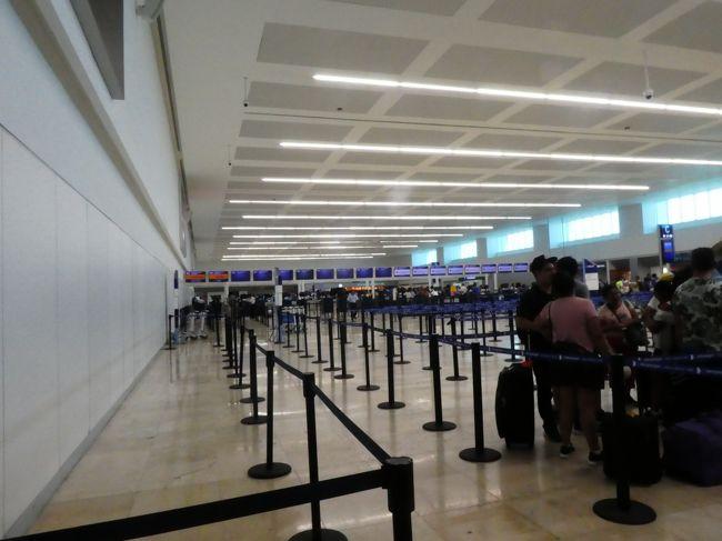 あっという間に帰国の日です。<br />カンクン→メキシコシティ→成田のフライトですが、LCCなので旅行会社から最初提案のあった便だとトランジットに不安があったのでカンクン→メキシコシティを1便早めて貰いました。時間通りだとメキシコシティで5時間程の乗継時間になりますが、心配性なので焦るよりは待つよー!<br />