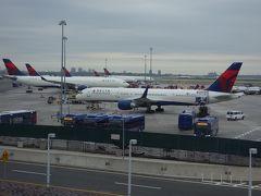 JFK へは地下鉄A線とAirTrainで。AirTrainは5ドルです。