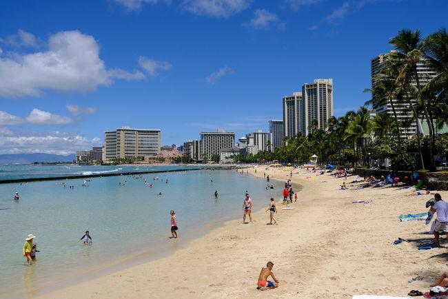 成田を飛び立ったハワイアン航空HA822便、日付変更線をまたぎ、同日8月31日の午前ホノルル空港に着陸します。<br />その後ワイキキのホテル内にあるコンドミニアムへ。初ハワイ、早速ワイキキ・ビーチに繰り出します。