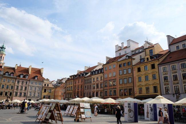 行きたい国がいっぱいあるなかで、何年か前に読んだ須賀しのぶさんの「また、桜の国で」に心を揺さぶられた。<br /><br />「ワルシャワ行きたいな...。ワルシャワ蜂起博物館行きたいな…」って。<br /><br />ただ、せっかくポーランド行くならポーランド周遊したいけど、一人でアウシュヴィッツに行けない(心的に)。<br />なら、周辺国はどうかと調べていたら、ウクライナのリヴィウが素敵そう☆<br /><br />航空券はアエロフロートが安い!<br />モスクワinワルシャワoutで9万ちょい。<br /><br />モスクワーリヴィウ、リヴィウーワルシャワはそれぞれ飛行機を個別手配。<br />色々面倒である事を後で知るけど、総じて楽しい旅行でした!<br /><br />ワルシャワでの目的は、ワルシャワ蜂起博物館と世界遺産の旧市街街歩き!!