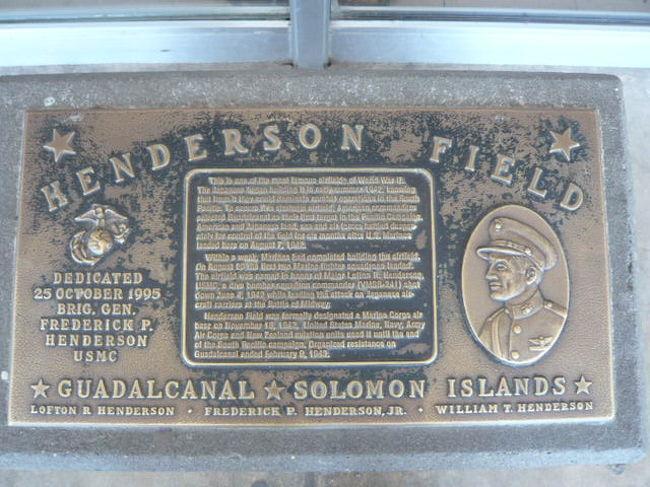 太平洋戦争におけるガダルカナルの戦いが、現在の大洋州の島嶼諸国で、再来してきた感じがします。<br /><br />旧日本軍は、米国とオーストラリアの海上交通路を遮断することを狙い、フィージー(F)とサモア(S)に進出しようとしました。世にいうFS作戦です。<br /><br />ガダルカナル島のあるソロモン諸島における中国の港湾建設が、日本軍の狙いの再来を感じさせます。<br /><br />ソロモン諸島を始めとして大洋州の島嶼諸国の民族としての起源は、台湾からの流れがあり、ミクロネシア~メラニシアを経て、ポリネシアまで繋がっていることが、解りました。<br /><br />2019年の9月中旬、ソロモン諸島とキリバスは、相次いで台湾との国交を破棄し、中国との国交を樹立しました。<br />永年、この地域の発展のため資金援助を続けて来たオーストラリアと米国は、中国の軍事的な進出を懸念して、ソロモン諸島やキリバスに注意を呼び掛けてきました。<br /><br />しかしながら、ソロモン諸島やキリバスは、資金的にも経済的、社会的な繋がりの強いオーストラリアや米国の忠告を聞かず、台湾と断交し、中国と国交を樹立したのです。<br /><br />南シナ海において、中国が「軍事基地化は、しない。」と約束したにもかかわらず、レーダーやミサイルを設置した教訓を忘れていはなりません。<br /><br />また大洋州の島嶼国家が、中国からの債務が累積し、返済に困っている事実に目を向けねばなりません。<br /><br />トンガの例では、中国からの融資は、現在は1億1500万ドルを超えていて、1年間の国内総生産(GDP)のほぼ3分の1に相当します。<br />利子の支払いが膨らんだほか、トンガ全土の道路開発のために新たな融資を受けているため、中国への支払いが急増しています。<br />元金返済計画が、スタートしますが、トンガの年間元利払い費は、従来の約2倍に膨れ上がることになり、同国政府は対応に苦しんでいます。<br />中国は、トンガの債務返済軽減の要請を拒絶しています。<br /><br />経済面ばかりでなく、中国の大洋州の島嶼国への進出と港湾の建設は、ハワイ~グァムへの連絡ルート及び米国とオーストラリアへの海上交通路を脅かす位置関係になりつつあります。<br /><br />中国の進出と表裏一体の裏返しとして、台湾との断交が認識されています。<br />ガダルカナル島を含むソロモン諸島とキリバス以降の島嶼国家の動きから、目を離すことができなくなりました。<br />