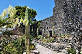 魅惑のシチリア×プーリア♪ Vol.549 ☆Aci Castello:黒いアーチ城 サボテンと古城の競演♪
