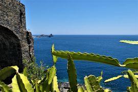 魅惑のシチリア×プーリア♪ Vol.550 ☆Aci Castello:黒いアーチ城 サボテンと紺碧のイオニア海♪