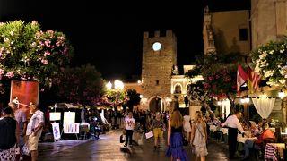 魅惑のシチリア×プーリア♪ Vol.563 ☆タオルミーナ:煌めく夜景のメインストリート「コルソ・ウンベルト」♪