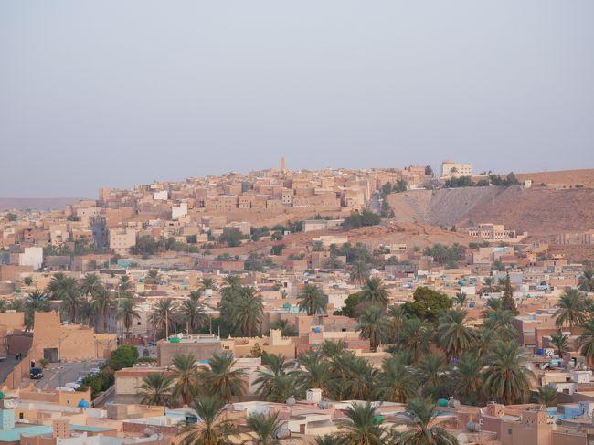 3連休を2つつなげて1週間ちょい旅行にしました。<br />アルジェリアに行き、そこから行こうとした某所はダメだったので、モーリタニアへ飛ぶことに。そこから北上してモロッコまで行くルートです。<br />途中西サハラにも寄り、さらにカナリア諸島も寄ります。<br />相変わらずの無茶ぶり詰め込み旅は結果こんな感じに。<br /><br />この日記では☆の部分を書いています。<br /><br />☆9/13 NRT-<br />☆9/14 DOH-ALG、ガルダイアへ移動<br />☆9/15 ガルダイア観光<br />☆9/16 ガルダイアからアルジェへ、アルジェ観光、ALG-NKC<br />9/17 ヌアクショット<br />9/18 ヌアクショット→ヌアディブ<br />9/19 NDB-LPA、グランカナリア観光<br />9/20 グランカナリア観光、LPA-EUN<br />9/21 西サハラちょっとだけ観光して、EUN-CMN、カサブランカ観光<br />9/22 カサブランカ観光、CMN-DOH<br />9/23 DOH-NRT<br /><br />【アルジェリアビザ】<br />日本のアルジェリア大使館で取得。<br />必要書類揃えて、4800円払います。<br />大使館HPにある必要書類と、現地の旅行会社からの招待状が必要です。<br />さらに招待状だけでなく、旅行会社が外務省を通して日本の大使館に連絡をする必要があります。この連絡が来ないと申請させてもらえません。<br />アフリカ政府あるある、「政府スーパー遅くてやる気ない」ってことを肝に銘じて手配しましょう。<br />手配はなるべく早く始めてもこんな感じです。でも早く始めるに越したことはないので、早くやりましょう。<br /><br />【現地の旅行会社】<br />Fancyellow<br />https://www.fancyalgeria.com/<br /><br />ここはリーズナブルで英語対応ができる!対応は素晴らしいです。<br /><br />【アルジェリアのお金】<br />ディナール<br />1ディナール=1.1円ぐらい<br /><br />【アルジェリアメンバー】<br />5人で行きました。<br />正直ビザ大変だったのでみんなで色々手分けできてよかった。1人だったら心が折れてるw<br /><br />イエメンメンバー 3 guys、3連休プラス1日で来ました!<br />弾丸おなじみのKanaさん<br />https://4travel.jp/traveler/kana225/<br />Mさんに、Iさん<br /><br />そして旅友Mちゃん、この後スペインへ。<br /><br />素晴らしすぎたガルダイアで写真が多くなったのでガルダイアのみの旅行記です!<br />