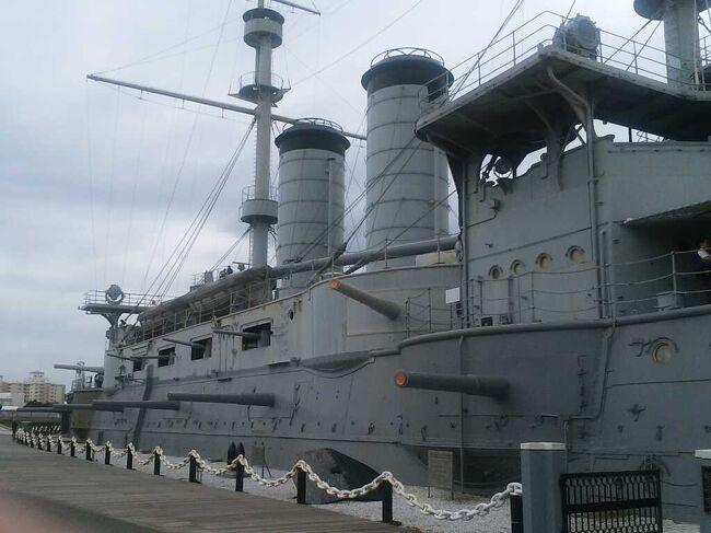 サンクトペテルブルグで日露戦争日本海海戦にバルチック艦隊の一隻として参戦し,生き残り,その後にロシア革命の10月革命開始の砲撃をし,10月革命の象徴になっている巡洋艦オーロラに行ってきた.日本連合艦隊の旗艦である戦艦三笠は横須賀にあるので,こちらも行かなければならないと思い,行きました.展示は充実していました.<br /><br />巡洋艦オーロラの訪問記: https://4travel.jp/travelogue/11497918<br /><br />原宿に東郷平八郎元帥を祀る関係の深い東郷神社があるので,こちらにも近くに行った際に行ってきました(戦艦三笠の4日後でした).<br />
