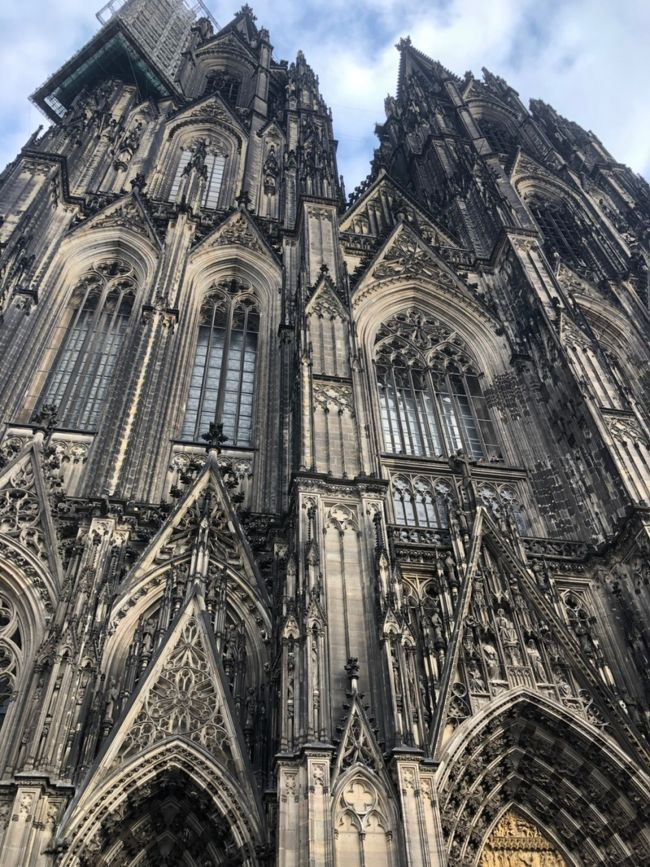 ミュンヘンからケルンへ。<br />念願のケルン大聖堂に大感激。