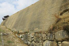 2018春、岡山の名城巡り(4/13):4月7日(4):鬼ノ城(4):西門(推定再建)、城壁、版築と石垣、神籠石