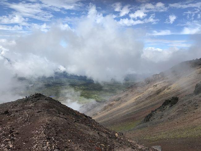 北海道最高峰・旭岳に登ってきました。<br />旭岳温泉で一泊して、旭川と富良野にもちょっとだけ寄りました。<br />いつも旅行は、一眼×1、ミラーレス×1、スマホ2台体制ですが、今回はスマホだけ。