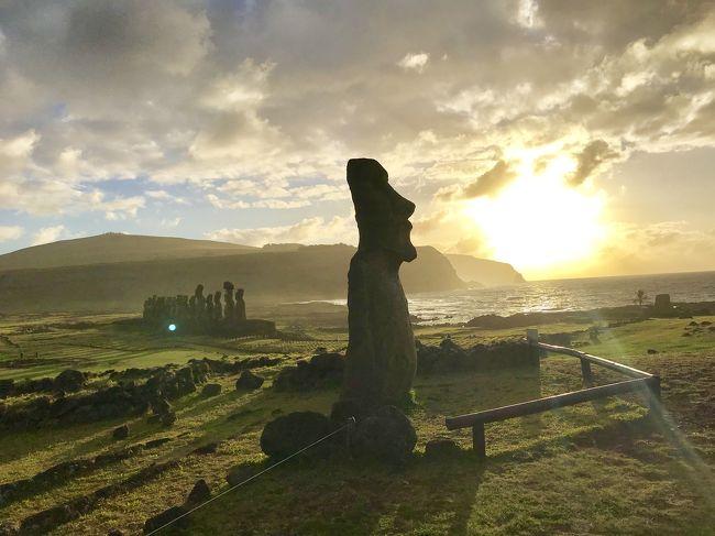 今年の夏はどこに行こう?<br />行きたいところと言えば、遠くて行きにくいところばかり…。<br />で、今回は思い切って、ずっと行きたかったイースター島へ!<br /><br />イースター島へは5・6日間でも弾丸で行けますが、何となく昔から「イースター島へ行くなら2週間は欲しい」って思っていて、なかなか行く機会が持てず。<br />でも、「2週間の休みって、退職後になるんじゃ?」と、ふと思い、「それなら10日間でもいいから行ってみよう!」と決行!<br />昨年に引き続き、今年もシルバーウィークに夏休みを取ることに。<br /><br />イースター島3日目の今日は、昨日イマイチだった朝日観賞のリベンジでアフ・トンガリキへからスタート!<br />コロコロ変わりやすい天気とにらめっこしながら、ラノ・ララクへ!<br /><br />【100チリペソ=約16円(2019年9月 クレジットカードのレート)】