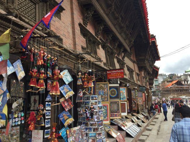 ヒマラヤ in Nepal (4/4 カトマンズ)<br /><br />観光3日目の最後の観光は、カトマンズの町、ダルバールを観光し、<br />カトマンズの町が一望できるスワヤンブナートに行きました。<br /><br />エベレストを見た後だけに皆んな笑顔で余裕を持った観光でした。<br /><br />3泊5日のネパールの旅は終わりました。<br />