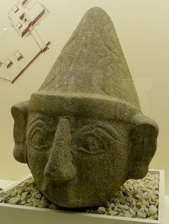 2019.8トルコの知人を訪ねる18-ボアズカレ博物館のスフィンクスと神の頭部像