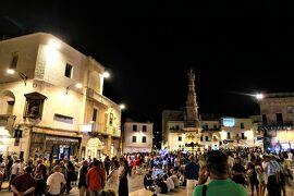 魅惑のシチリア×プーリア♪ Vol.654 ☆オストゥーニ:煌めく夜景のリベルタ広場♪