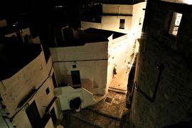 魅惑のシチリア×プーリア♪ Vol.658 ☆オストゥーニ:高級ホテル「ラ・ソッミタ」展望テラスから煌めく夜景♪