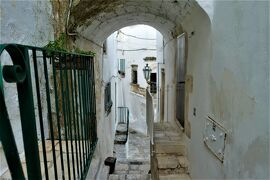 魅惑のシチリア×プーリア♪ Vol.661 ☆オストゥーニ旧市街の朝散歩:白いラビリンスはときめく♪