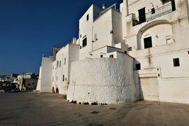 魅惑のシチリア×プーリア♪ Vol.665 ☆オストゥーニ城壁の朝散歩:白いラピュタと素晴らしいパノラマ♪