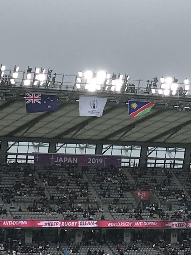 ラグビーワールドカップ<br />ニュージーランド戦!!<br /><br />取れなかったチケットが<br />直前になって奇跡的に取れました!!<br /><br />あまりの興奮で自分の目に焼き付けたくて<br />写真を撮る事を忘れ<br />写真が殆ど無いですが…<br /><br />興味が無い方、知らない方にも<br />少しでもラグビーワールカップが<br />こんな感じなんだと思って頂けたらと思いました。<br /><br />ようやく涼しくなりましたね<br />皆さま、体調には気をつけて<br />素敵な季節をお過ごし下さい。