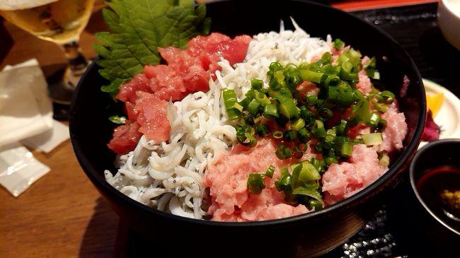 10月なのに暑い中鎌倉まで遊びに行きました。あまり観光地化していない、鎌倉駅から東側を散策してきました。到着早々、ランチです。11時の開店を待って、鎌倉駅から小町通り入ってすぐの、鎌倉和食ダイニング ヴァカンスへ行ってきました。海鮮丼がものすごく美味しいお店でした。