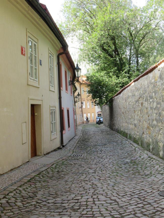 午後は城の西側にある閑静な住宅街の路地を散策後、ストラホフ修道院へ。