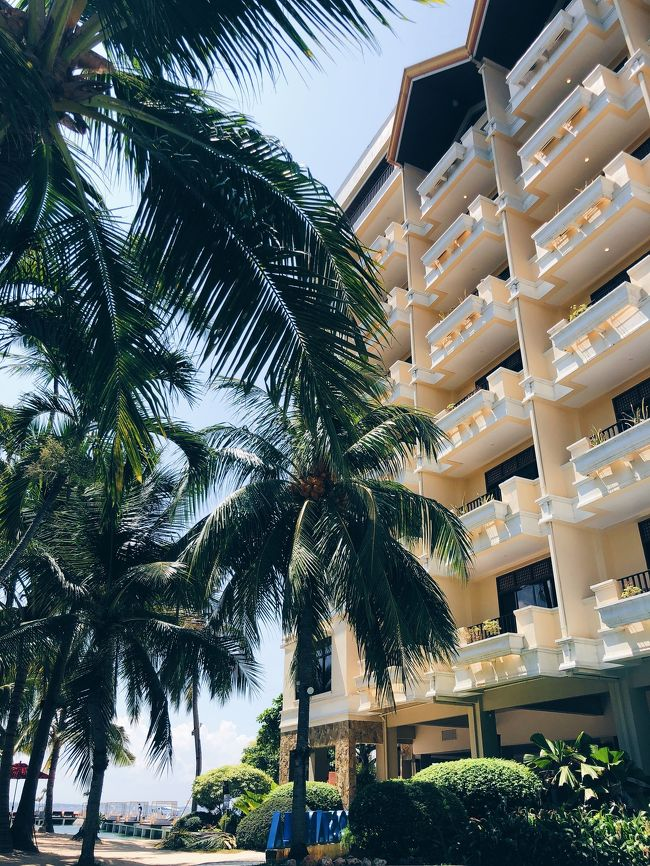 9月下旬、初めてフィリピンのセブ島への旅行??<br /><br />フィリピン航空を利用し3泊4日で行ってきました!<br /><br />目的はリゾートなので海であそぶ!プールであそぶ!<br /><br />ホテルはマクタン島にあるコスタベラトロピカルリゾートホテルに泊まりました&#128522;<br /><br />虫など心配していましたが、虫なども気にならなく<br />綺麗なリゾートホテル!<br /><br />ホテルにあるプライベートビーチも綺麗?<br />プールも広いし小さい滑り台などあり<br />小さいから!って思ってたらなかなかのスピードで大人でも楽しい&#128514;&#128149;<br /><br />ビーチやプールの傍には<br />色んな種類のビーチベッドなどがあり<br />浜辺でゆっくり出来たりもして<br />1日ホテルで遊んでいても飽きないレベルでした&#128524;<br /><br />夕方には潮がひいて海藻や岩など出てきてましたが、<br />午前中は満潮で海も綺麗!最高でした?&#10084;️<br /><br />ホテルの朝食バイキングも<br />種類が豊富で何食べても美味しい!!<br />オムレツにすきな具材選んでその場で作ってもらえたのはテンション上がりました。笑<br /><br />コスタベラトロピカルリゾートホテルはおすすめです&#128153;