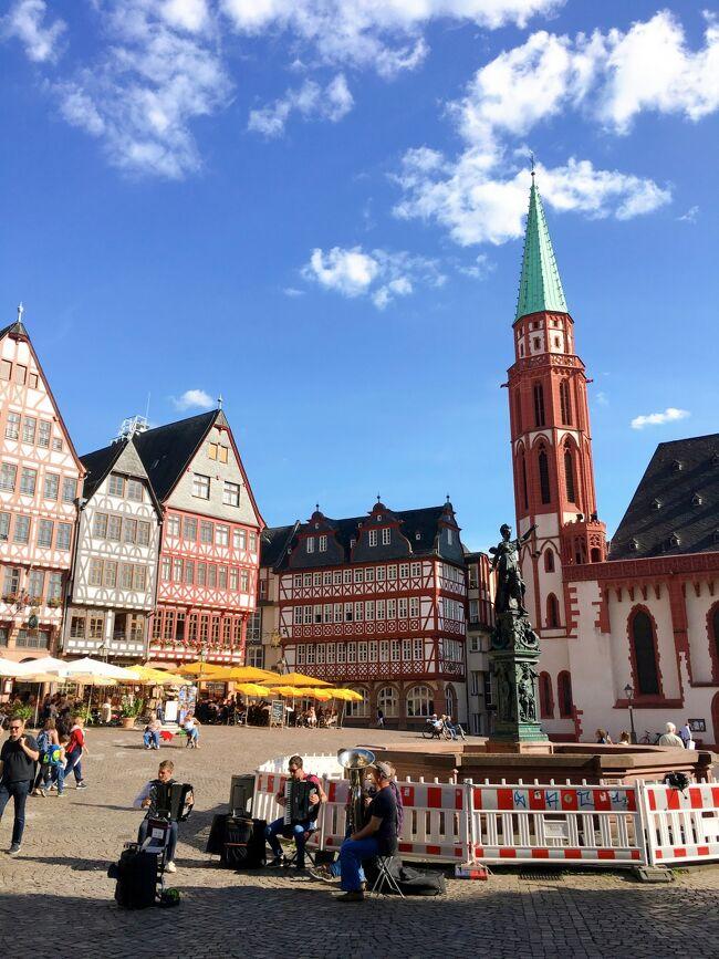 初めてのドイツ、ひとり旅で行ってきました!<br />ツアーを利用せず、自由な旅です。<br />フランクフルト(2泊)→ローテンブルク(1泊)→ミュンヘン(2泊)の3都市をまわりました。<br /><br />飛行機を乗り継ぎ、現地でも都市間の移動があり…とドキドキでしたが、<br />どの都市でも感動しっぱなし、大満足の旅になりました。<br /><br />今日はフランクフルトの観光&街歩き1日目。<br />レーマー広場や大聖堂などを気ままに巡りました!