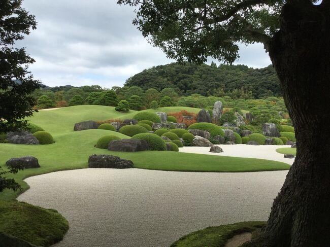 足立美術館の庭を見に来ました。<br /><br />美術は横山大観だそうです。<br />庭は米国の The Journal of Japanese Gardening の日本庭園ランキングで2003年から日本一に選出されているそうです。<br /><br />境港から米子駅経由で安来駅へ。<br />安来駅から足立美術館の間は無料バスが出ている。20分です。<br />安来駅からは特急出雲で岡山駅まで行きます。<br /><br />足立美術館に2300円で入館しました。<br />約1時間少し庭を中心に見て周りました。<br />綺麗な庭でした。<br />2皆の絵を見て周った。殆どが横山大観の絵でした。<br />陶芸は1階の河井寛次郎さんのだけ見て、<br />二階に北大路魯山人さんのがあったようですが行きませんでした。<br />