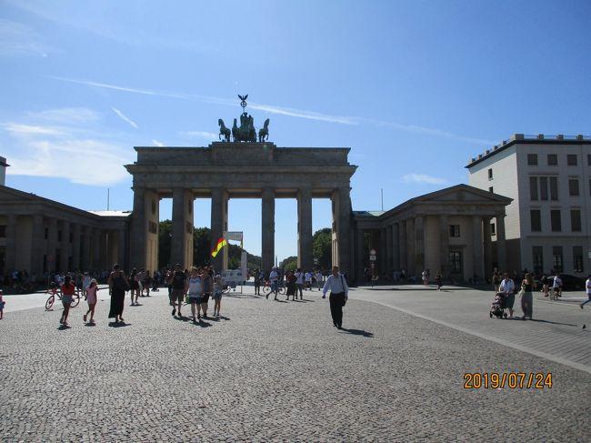 ベルリン中央駅近くで宿泊し、ベルリン市内中心部、ブランデンブルグ門周辺や、ベルリンで一番美しい広場といわれるジャンダルメンマルクトなどを散策しました。2日目は、サンスーシ宮殿、ポツダム宮殿、3日目はポツダムの街、ヴァンゼー会議記念館へ行きました。