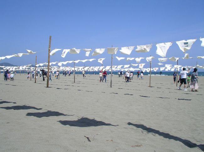 14年前のGWに四国を一周した時の写真です。<br /><br />2日目は、室戸→高知<br /><br />高知城、桂浜に行ったり、ひろめ市場でかつおを食したりしてました。<br /><br />3日目は、四万十川の源流と四国カルストを。<br /><br />4日目は、砂浜美術館、こいのぼりの川渡し、そして四万十川。<br /><br />5日目に、竜串と足摺を経て、愛媛に向かうのであった。<br /><br />