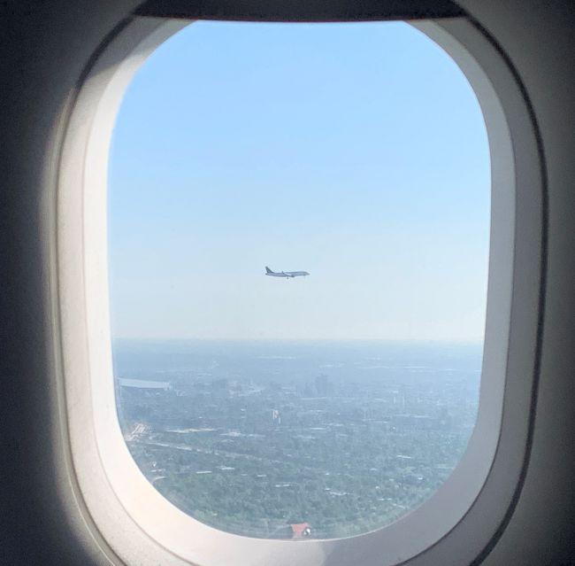 飛行機に乗ること。<br />それは紛れもなく旅の楽しみの1つです♪<br />今回も旅のスケジュールをほぼこなし<br />無事ここまで辿り着いたので<br />最後に空の旅を楽しんで終わりたいと思います。<br /> <br />今年はこれで最後かなぁ・・・(;_;)<br /> <br /><br /> <br /> <br /> <br /><br /> <br />